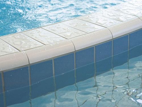 Piscina publica placata cu gresie for Cat costa constructia unei piscine