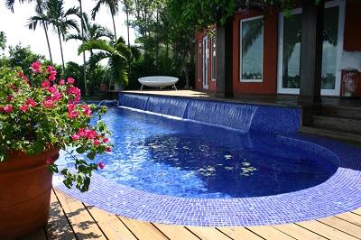 mozaic albastru piscina