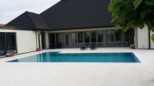 piscina cu rigola perimetrala